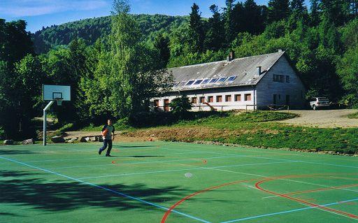 GUSTIBERG - Construction d'un terrain de basket